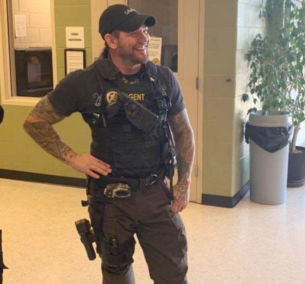 Dog the Bounty Hunter's Son Leland Chapman Delivers Fugitive to Alabama Jail | PEOPLE.com